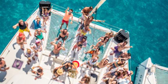 Тематическая вечеринка на яхте